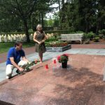 В Нидерландах и Болгарии возложили цветы к мемориалам советским воинам в День памяти и скорби