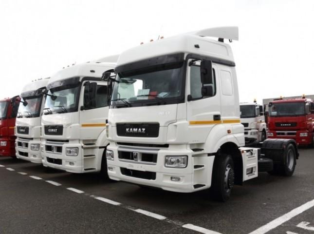 Более трети рынка грузовиков в России приходится на седельные тягачи