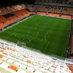 Фанат выбежал на поле в проходящем без зрителей матче «Барселоны» и объяснился