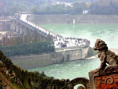 В Сычуани начался сезон наводнений. Это угрожает местным майнерам