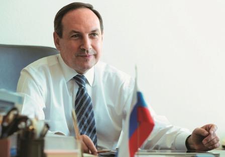 Вячеслав Никонов выступил за приоритет Основного закона РФ по отношению к международному праву