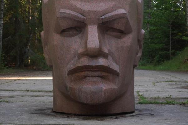 В Латвии нашли самую большую в ЕС голову Ленина (ВИДЕО)