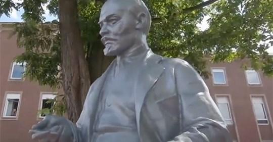Поляки потребовали снести памятник Ленину в Германии