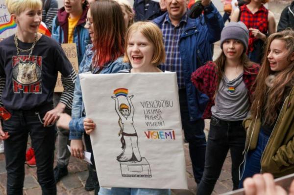 О чём задумались в Сейме? Решено продолжить рассмотрение инициативы о гей-браках