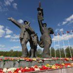 В Риге пообещали не сносить мемориал освободителям