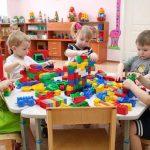 Подсчитано, сколько педагогов не хватает в детских садах Латвии