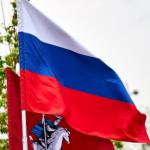 Опрос показал: большинство россиян считают, что триколор подходит современной России