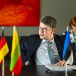 Рейнсалу призвал включить Лукашенко в санкционный список ЕС