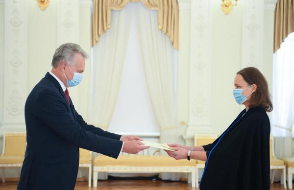 Новый посол ЭР вручила верительные грамоты президенту Литвы