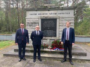 На месте бывшего гитлеровского концлагеря в Клоога прошли траурные мероприятия