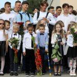 Подсчитали, сколько школьников сядут за парты в Латвии в новом учебном году