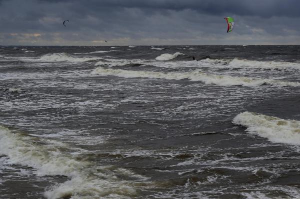 Синоптики предупреждают о буре, наибольшие разрушения ожидаются в Риге