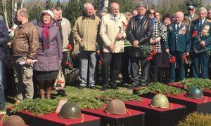 В Эстонии захоронили останки советских солдат, найденных поисковиками