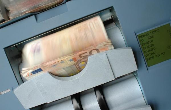 Задержаны: двое иностранцев пытались украсть банкомат