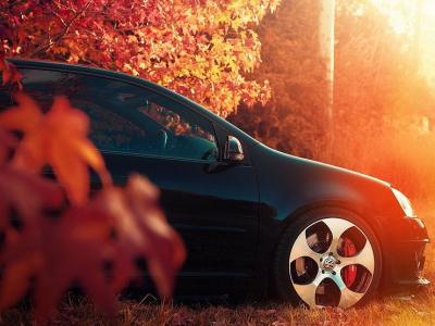 Чего категорически нельзя делать с автомобилем осенью