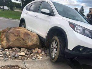 В каких ситуациях не стоит даже пытаться объехать крупный камень на дороге