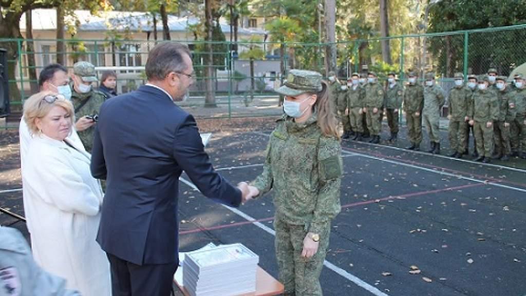 КСОРС Абхазии наградил российских военврачей за помощь в борьбе с COVID-19