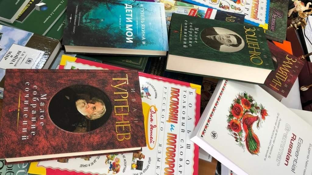 Уральские библиотеки отправили в школы Ташкента книги русских писателей