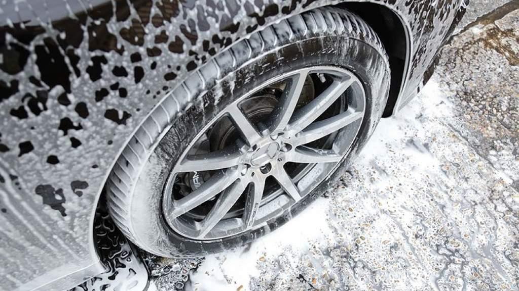 Что может натворить снег, набившийся в колесные арки машины